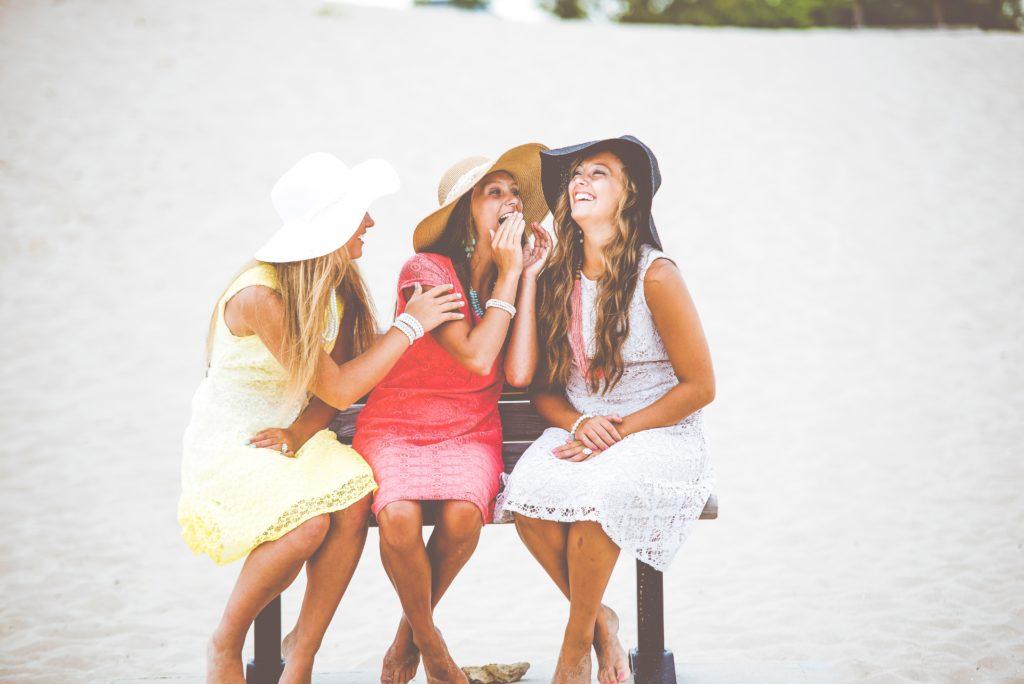 3人組の女性